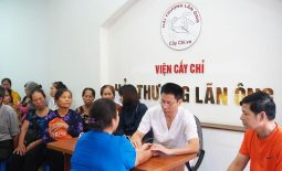 Bác sĩ Ngô Quang Hùng phòng khám Hải Thượng Lãn Ông với phương pháp cấy chỉ chữa bệnh