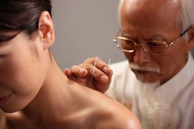 Cấy chỉ chữa thoái hóa đốt sống cổ phương pháp điều trị mới đang được áp dụng rộng rãi