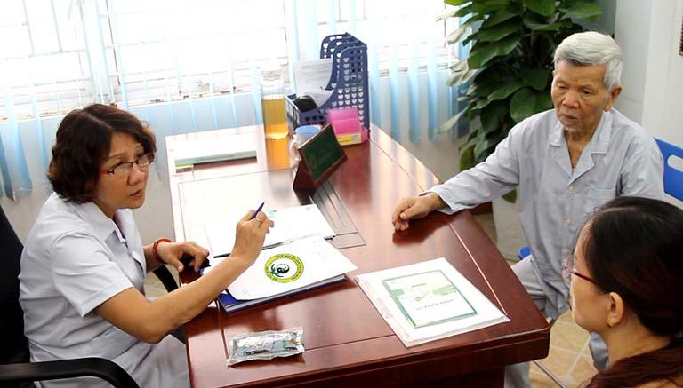 Bác sĩ Tuyết Lan được rất nhiều bệnh nhân yêu quý và tin tưởng tại Đông phương Y pháp